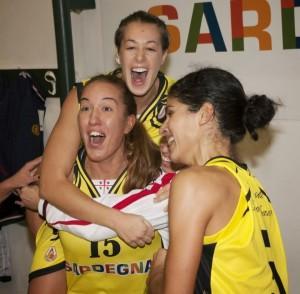 Elena Nordio esulta a fine partita assieme a Greta Brunelli e Roksana Yordanova (Foto Mauro Mascia)
