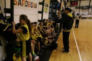 L'allenatrice Rocksana Yordanova con le sue atlete dell'under 13 femminile (Foto Mauro Mascia)